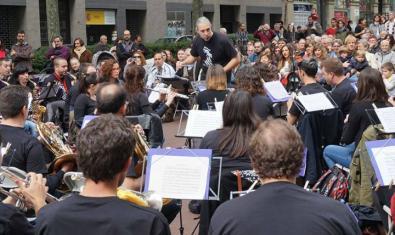 Una actuació al carrer de la Banda 'La Valenciana'