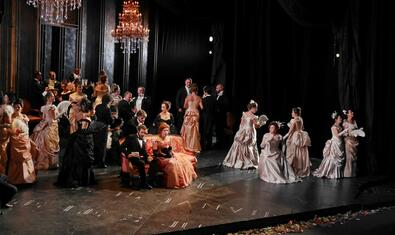 'La traviata' directed by David McVicar. Photography by A. Bofill