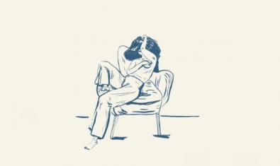 Dibujo de una chica sentada en una silla con grandes espacios vacíos alrededor