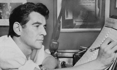 Una imagen de Leonard Bernstein en 1955