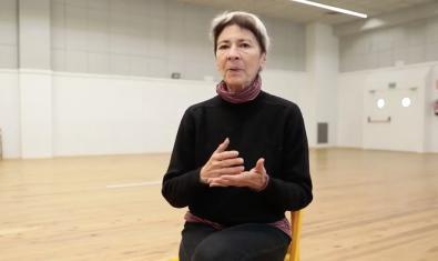 La coreógrafa norteamericana en plena entrevista sobre su experiencia en La Caldera y su método de trabajo