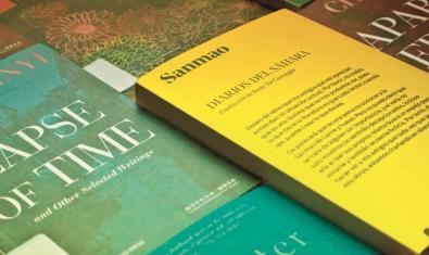 Una tria de llibres d'autores xineses que es poden veure a l'exposició