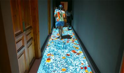 Video interactivo proyectado en el suelo
