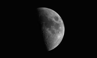 Imagen de la Luna en cuarto creciente