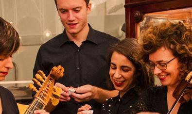 Cuatro de los músicos que protagonizan este ciclo de conciertos con sus instrumentos en las manos