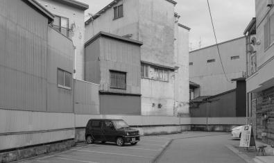 Un dels paisatges urbans fotografiats en blanc i negre per l'artista