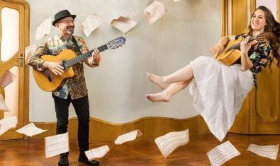 El dúo La Mar de Rumba, en la Casa Batlló