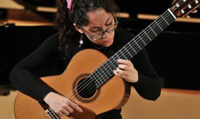 La guitarrista i doctora Maria Ribera Gibal organitza les Jornades de Guitarra