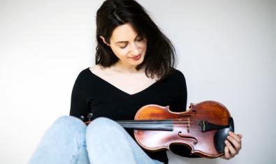 Marta Sierra, violinista y cantante del grup Daphne Quartet