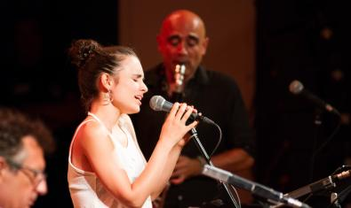 Andrea Motis i Joan Chamorro al Festival Mas i Mas