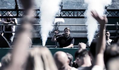 El DJ alemany vist des de la pista durant una actuació