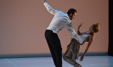 Sébastien ramirez i Honji Wang interpretant una coreografia