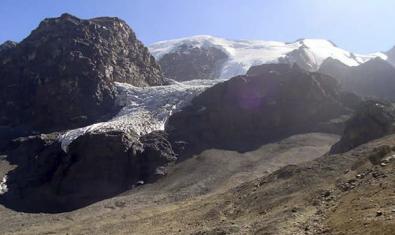 Una fotografia d'un paisatge de muntanyes serveix per il·lustrar la convocatòria