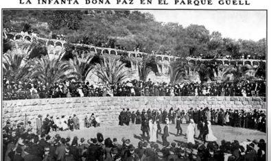 """Fotografia en blanc i negre titulada """"La infanta doña Paz en el Parque Güell"""""""