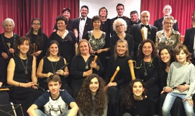 Retrato de grupo de los componentes de este colectivo de flautas dulces