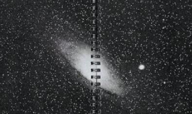 Una de las imágenes de la publicación muestra una imagen de una galaxia en el espacio exterior