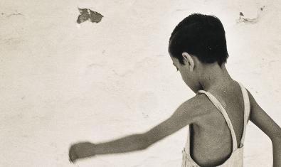Fragment de 'Nen d'Eivissa', fotografia del 1954 d'Oriol Maspons