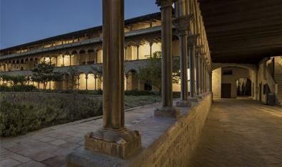 Claustro del Monasterio de Pedralbes de noche