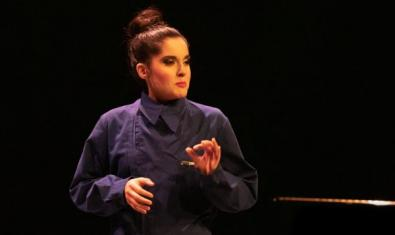 Glòria Ribera a l'escenari.