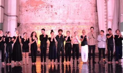 Una de los últimos encuentros en NunArt Guinardó antes del inicio de la pandemia con el escenario lleno de artistas