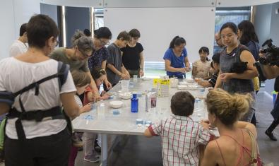 Famílies participant del taller