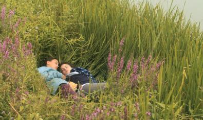 Les dues protagonistes fugen a un món de natura i llibertat.
