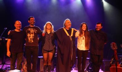 Os Mutantes al final de un concierto reciente