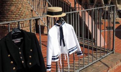 Dos de las piezas de ropa que se podrán vestir durante la actividad.