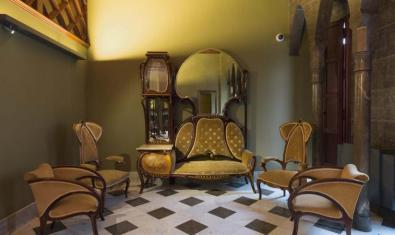 'Palau Güell: miradas al mobiliario'