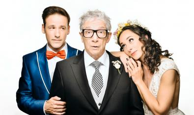 Joan Pera, al centre, amb Oriol Casals i Anna Carreño a 'El pare de la núvia'