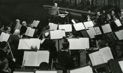 Pau Casals dirigiendo la Orquesta Pau Casals