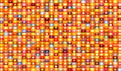Obra de Penelope Barico feta a partir d'infinitat de fotografies de postes de sol