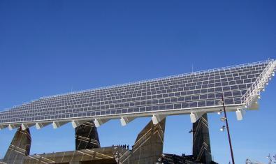 Imagen de la pérgola fotovoltaica del Fòrum
