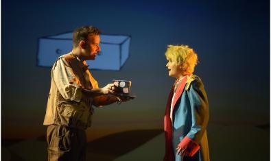 Fotografía del espectáculo, el Principito con el piloto de avión