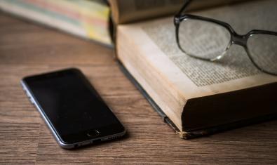 'BVG a cau d'orella' es un servicio de lectura telefónica para acompañar a las personas mayores y aquellos que más lo necesiten