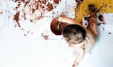 'Pintar amb xocolata', una activitat per a primera infància.