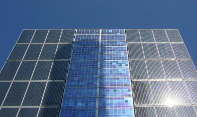 Imagen de las placas solares de La Fàbrica del Sol
