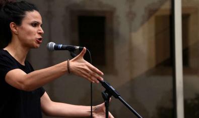 Una de las participantes en una sesión del Poetry Slam Barcelona
