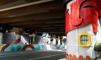 Vista parcial de la intervenció artística al Pont de la Riera Blanca