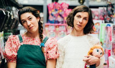 Laura Calvet (a la izquierda) y Annabel Castan en una imagen promocional de 'Pruna'