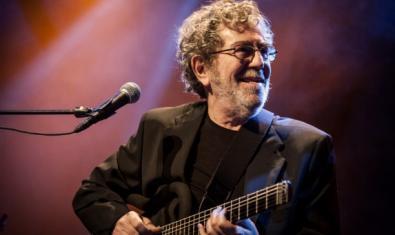 Pi de la Serra amb una de les seves guitarres