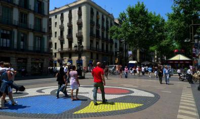 La ruta literaria 'BCN & Carlos Ruiz Zafón' passa per La Rambla, a la imatge
