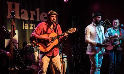 La banda retratada durant una actuació al Harlem jazz Club