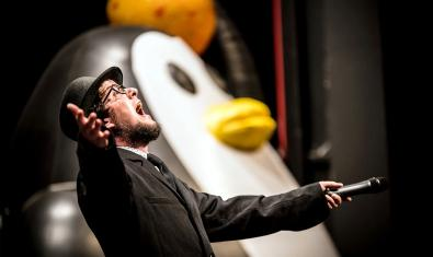 The Penguins actuen a Intempèrie.