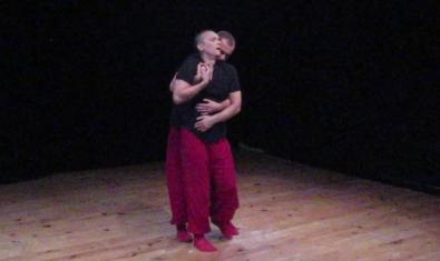 ELs dos ballarins de Projectedansacontemporania interpretant la coreografia