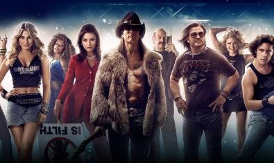 Retrato coral de los personajes del film con instrumentos musicales y vestidos de rockeros