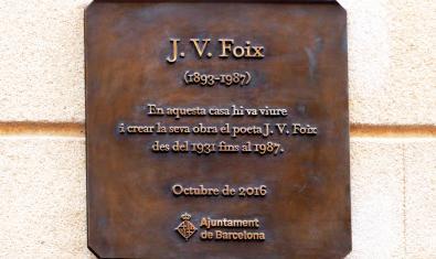 Placa en la casa de JV Foix