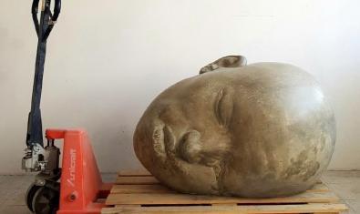 Un dels grans caps de Samuel Salcedo dipositat sobre un palet de fusta
