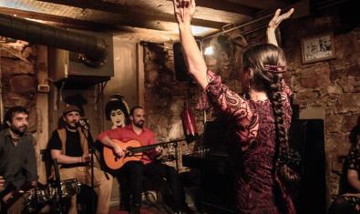 La bailaora Violeta Barrio y sus músicos en plena actuación