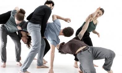 Un grupo de ballarines de la compañía durante la representación